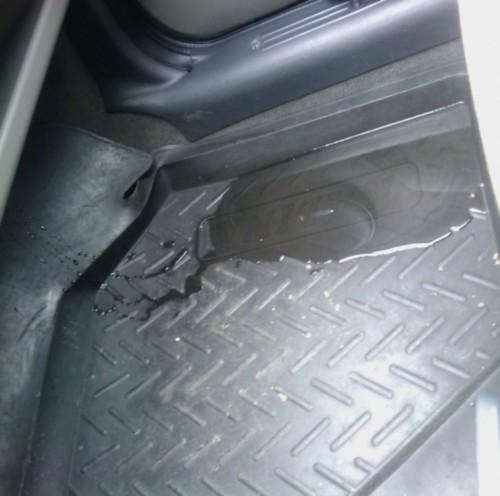Откуда может проникать вода в салон автомобиля?